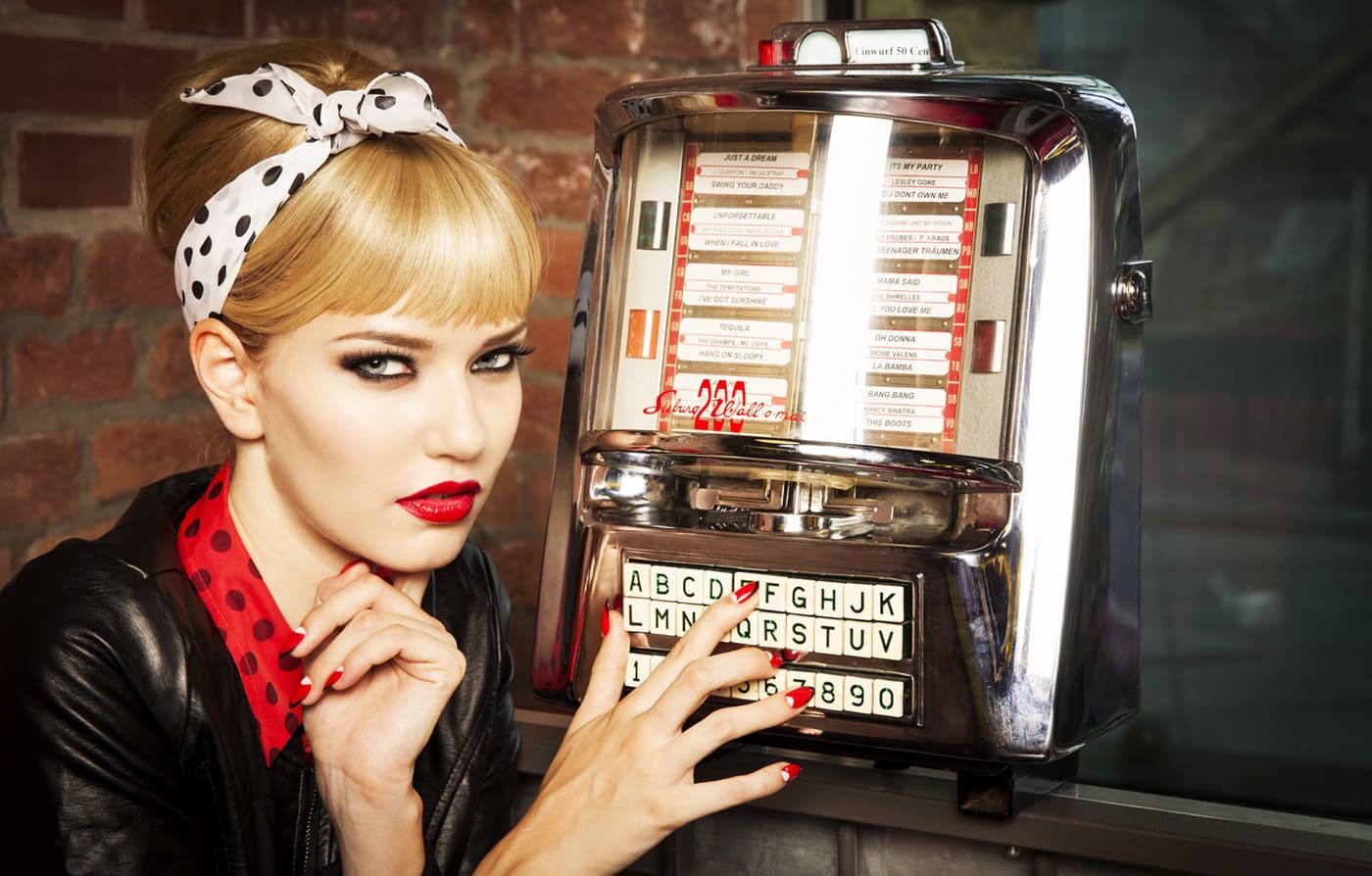 News Model im 50s Look mit Jukebox