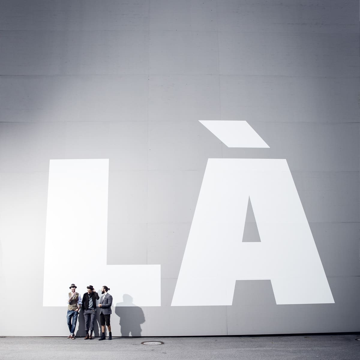 3 gestylte Männer vor LA Graffiti Weber und Weber