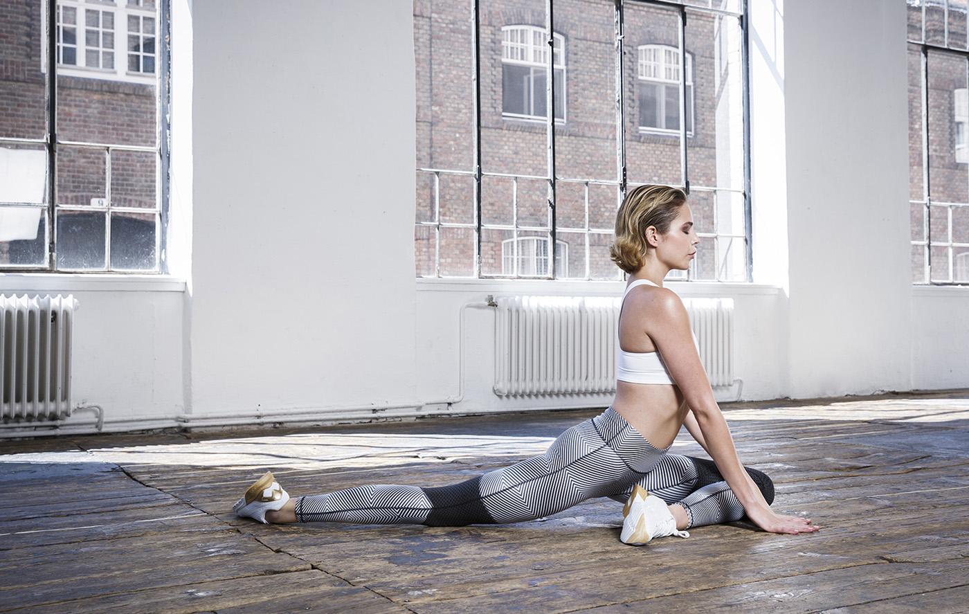 Model Yogapose für Magazin Madonna im Wuk