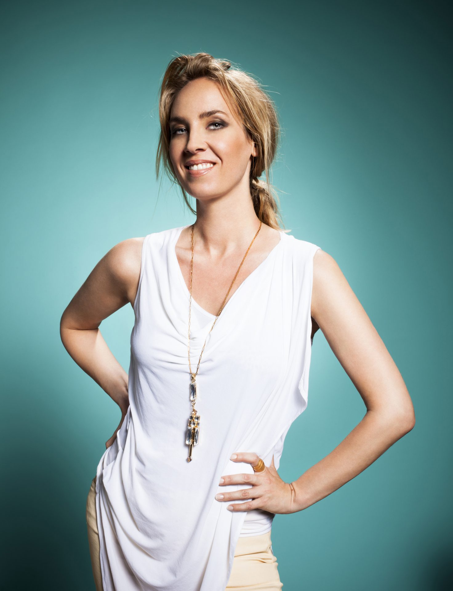 Moderatorin Nadja Bernhard