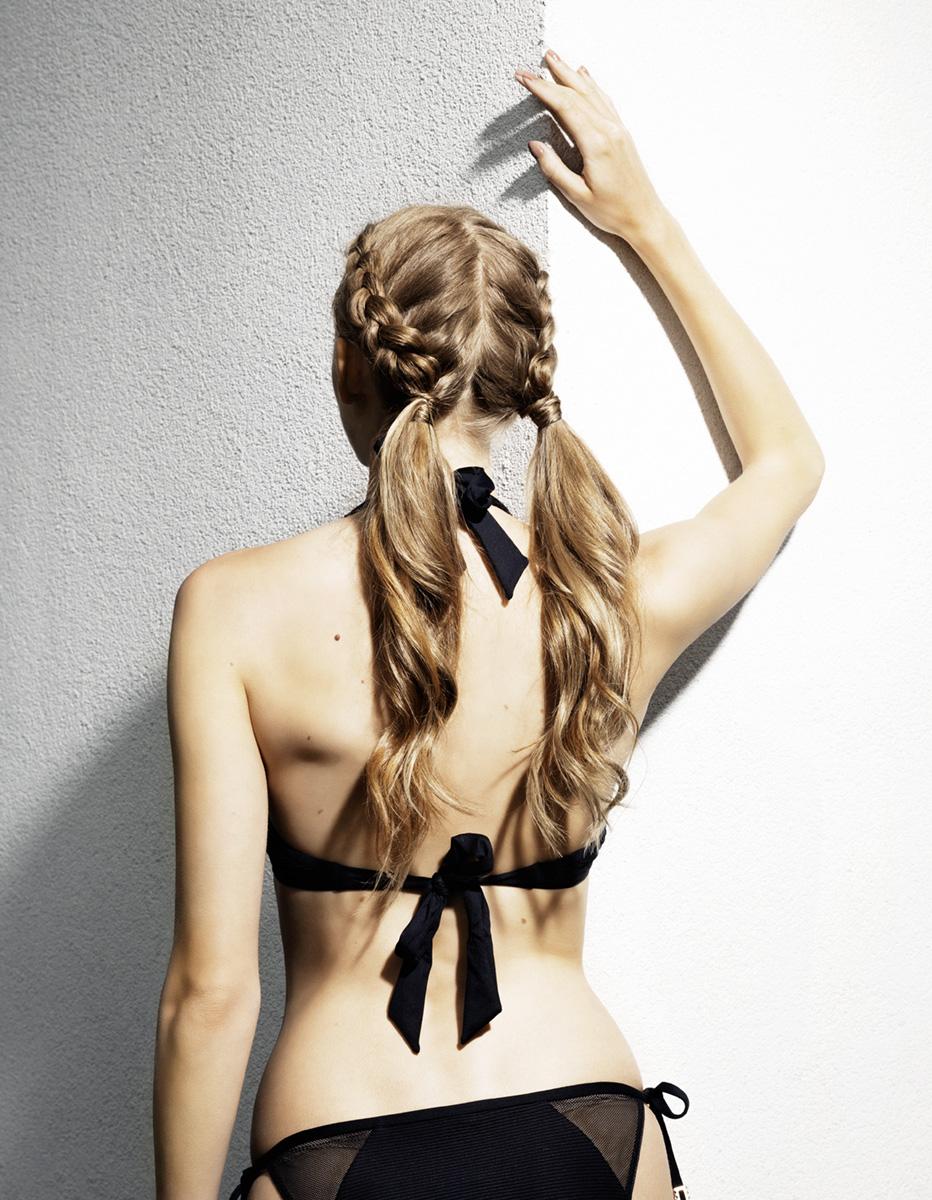 Bikinimodel Rückenansicht Magazin Madonna