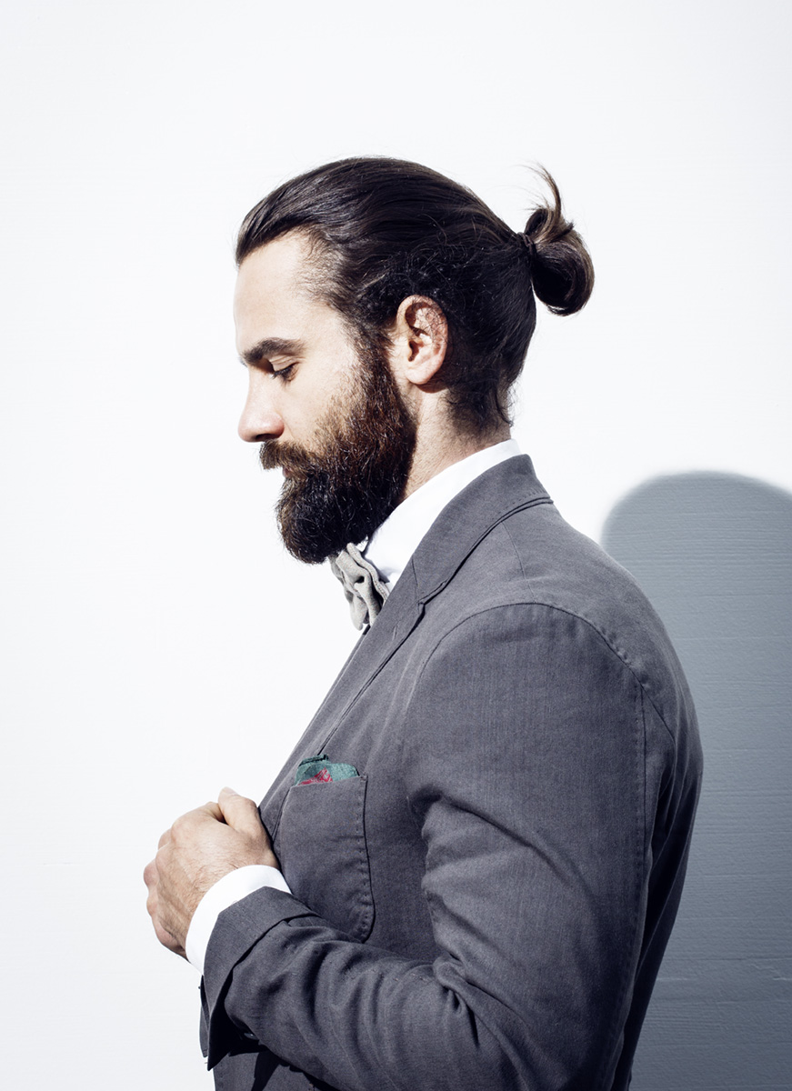weber & weber Werbung Mann im grauen Anzug